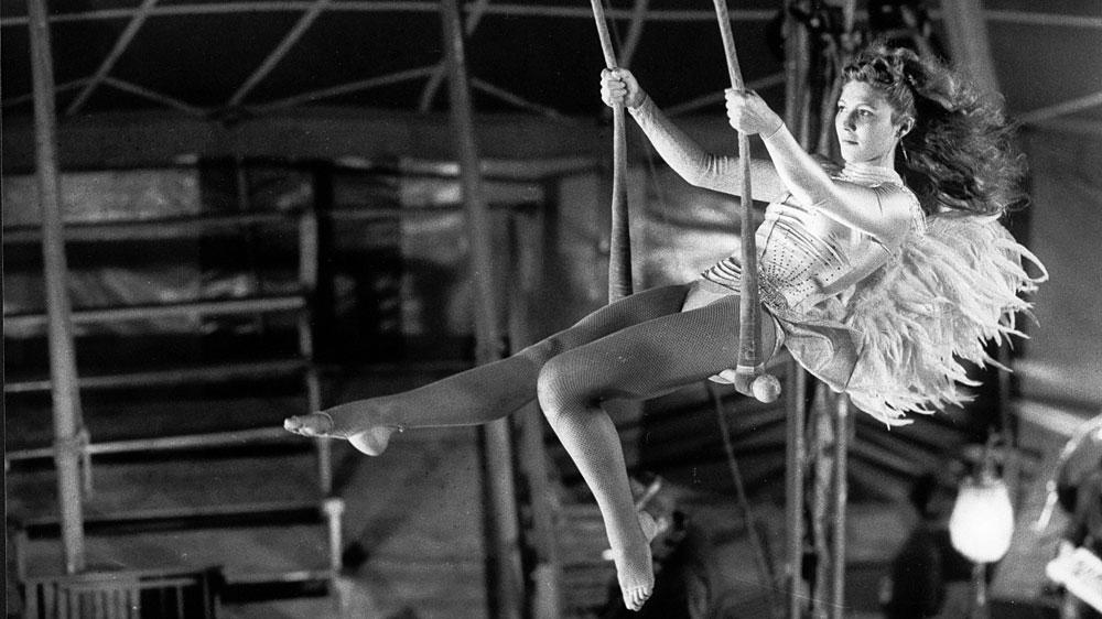 Brezčasne filmske klasike v Letnem kinu na Kongresnem trgu: Nebo nad Berlinom, Rašomon, Diplomiranec
