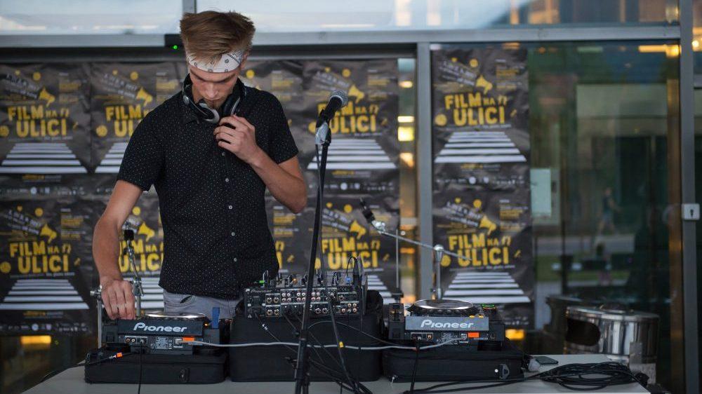 Glasba, zabava in filmi na ulici