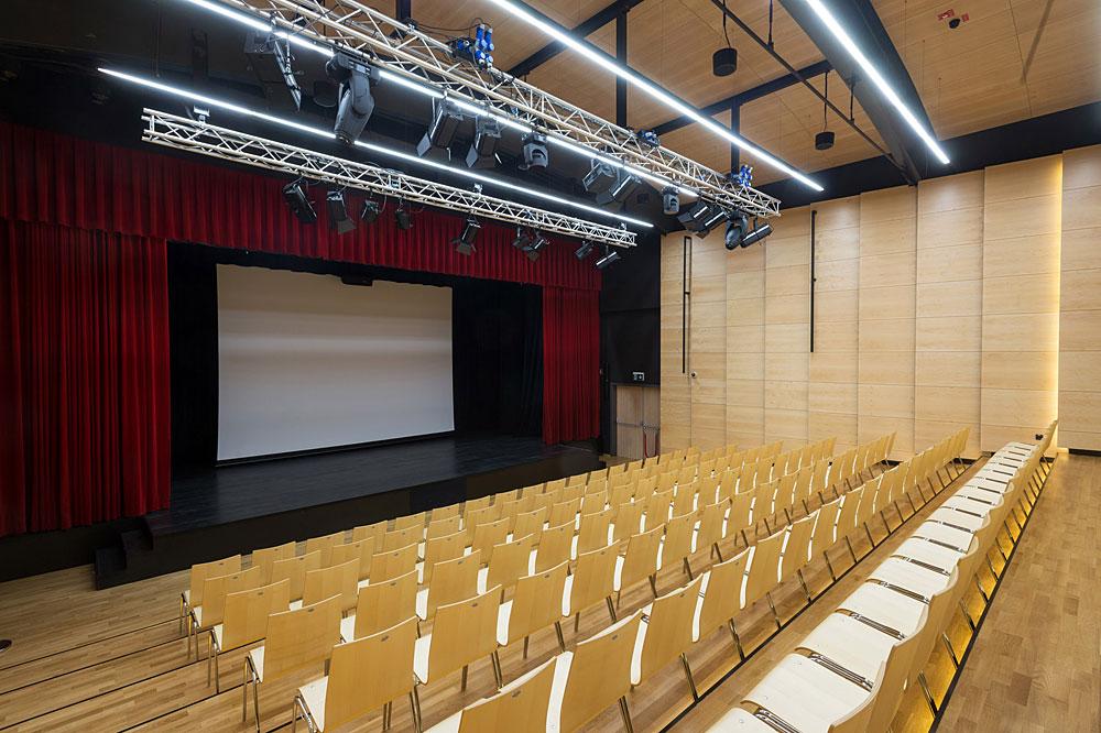 Kinodvor v Centru Zalog