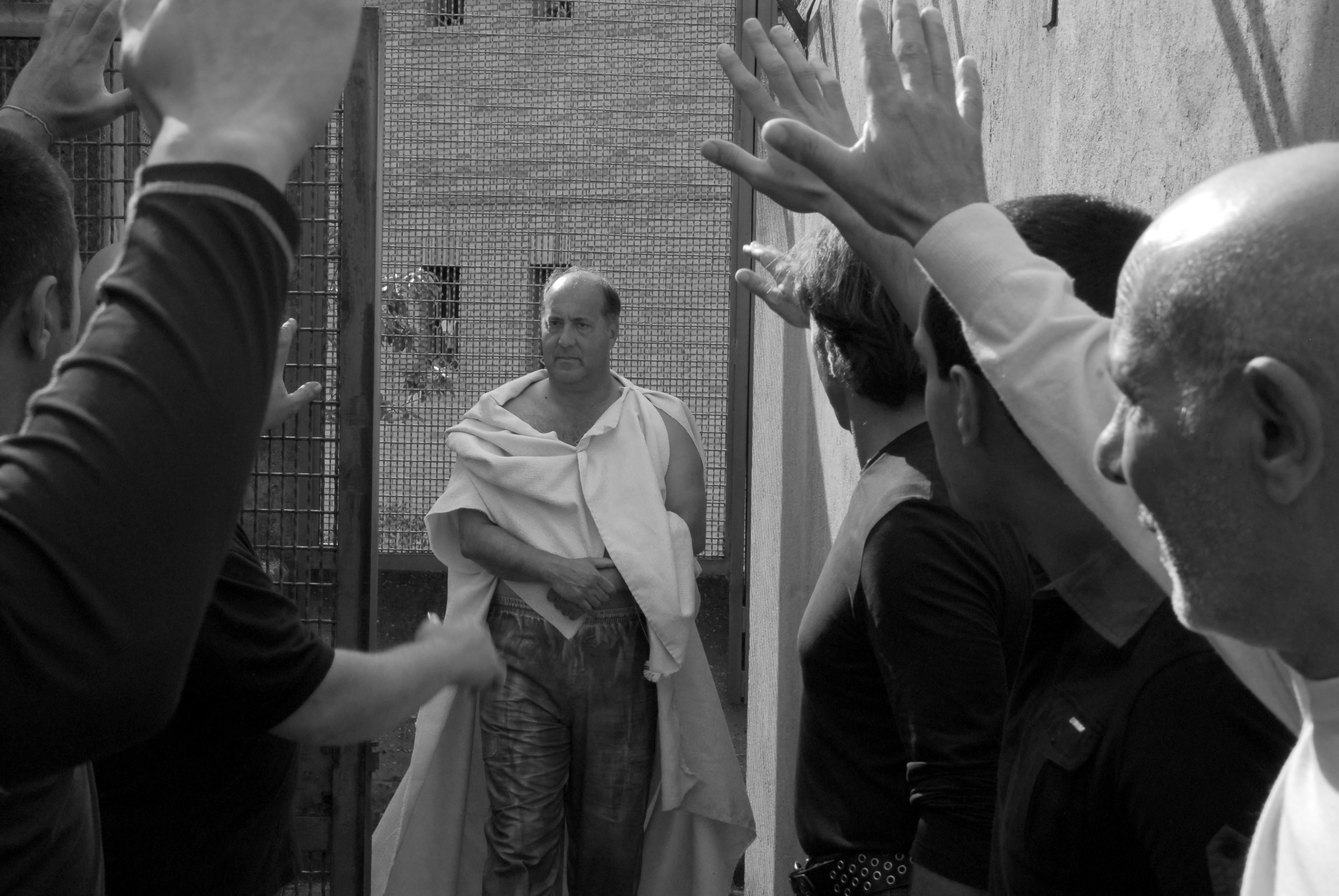 Filmska srečanja ob kavi: posnetek pogovora ob filmu Cezar mora umreti
