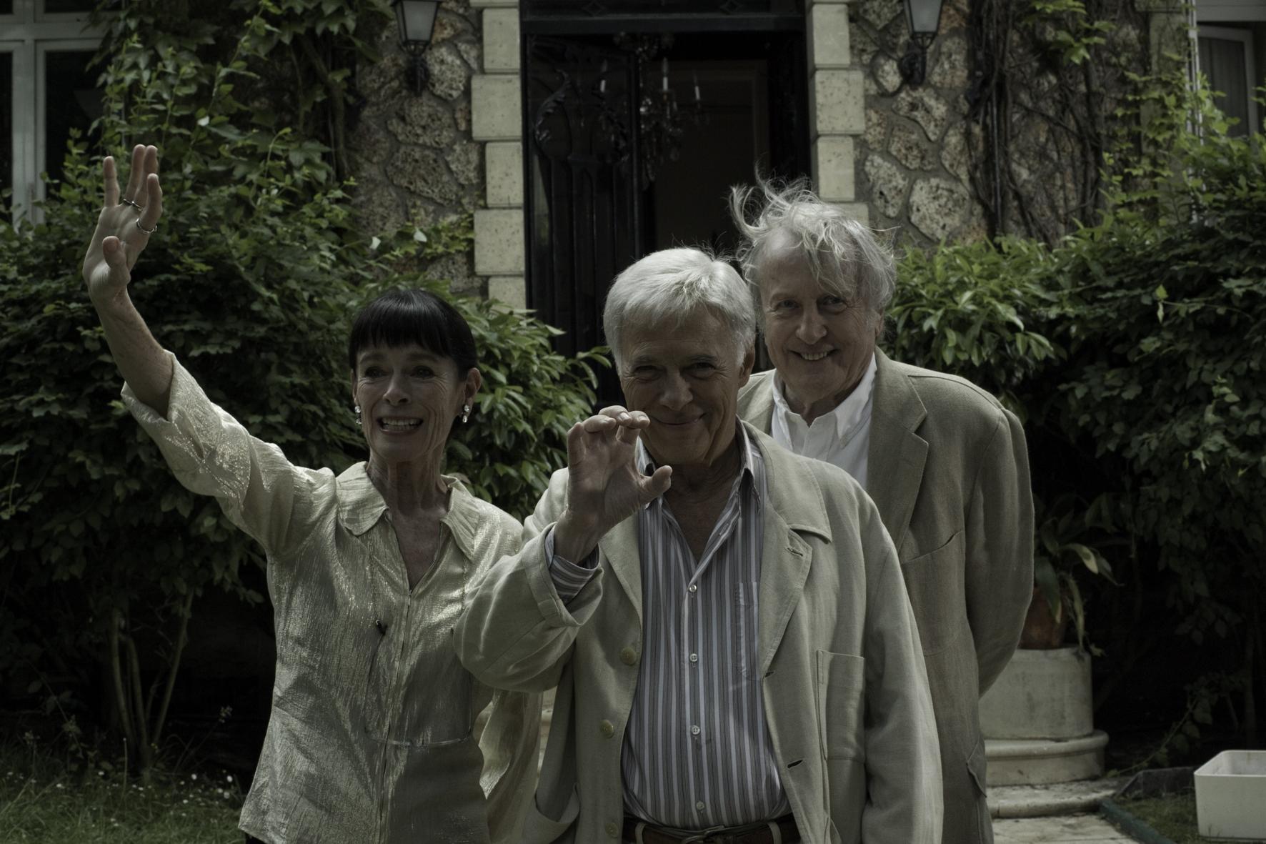 Filmska srečanja ob kavi: posnetek pogovora ob filmu Kaj ko bi živeli vsi skupaj?