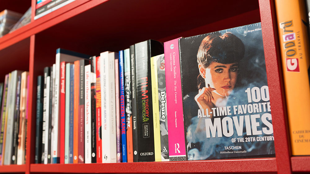 Več kot nakup: podpri svoj najljubši kino z nakupom filmskih izdelkov