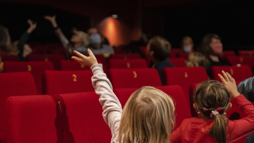 Prvič v kino: igrivi vodeni ogledi izbranih filmov za najmlajše